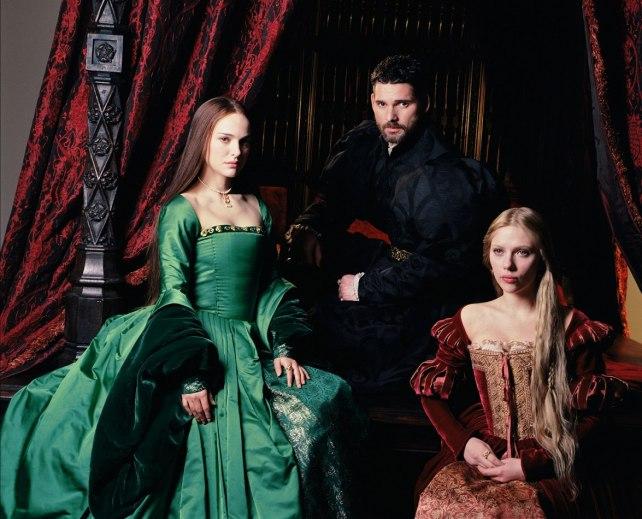"""Anna Bolena, con la sorella Anna e il re Enrico VIII nel film """"L'altra donna del re"""""""