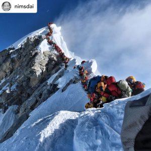 La fila sull'Everest